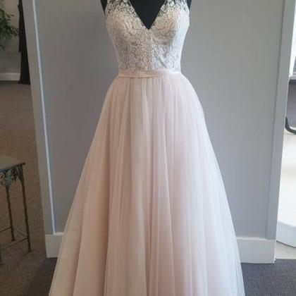 Vintage Long Tulle Wedding Gown Fea..