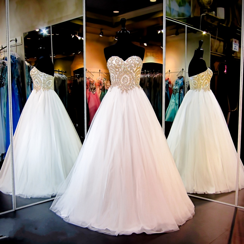 Elegant Quinceanera Dresses Sweetheart Backless White Prom Dresses Floor Length Beaded Gold Lace Appliques Long Evening Dress Formal Party Gown