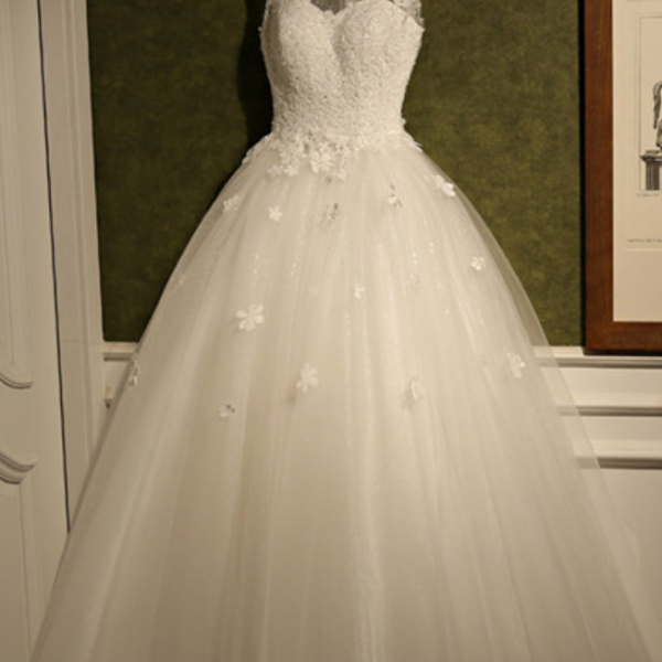 Decent A line Wedding Dress Romantic Sleeveless Appliques Court Train Scoop Bridal Dresses