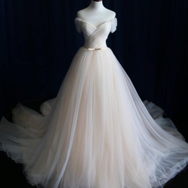 Unique A line Wedding Dresses Off-the-Shoulder Princess Chapel Train brides dress